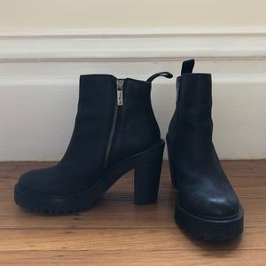 Like New Doc Marten Magdalena Boots. Size 6